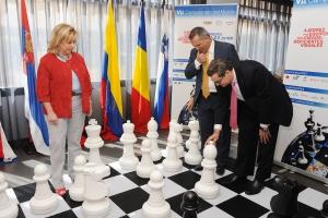 La Consejera junto al presidente de la FEDC y el Delegado Territorial.